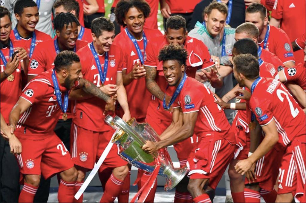 Bayern lifting Champions League trophy